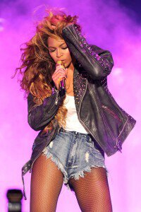 Beyonce and Jay-Z sizzle at the On The Run Tour in New Jersey